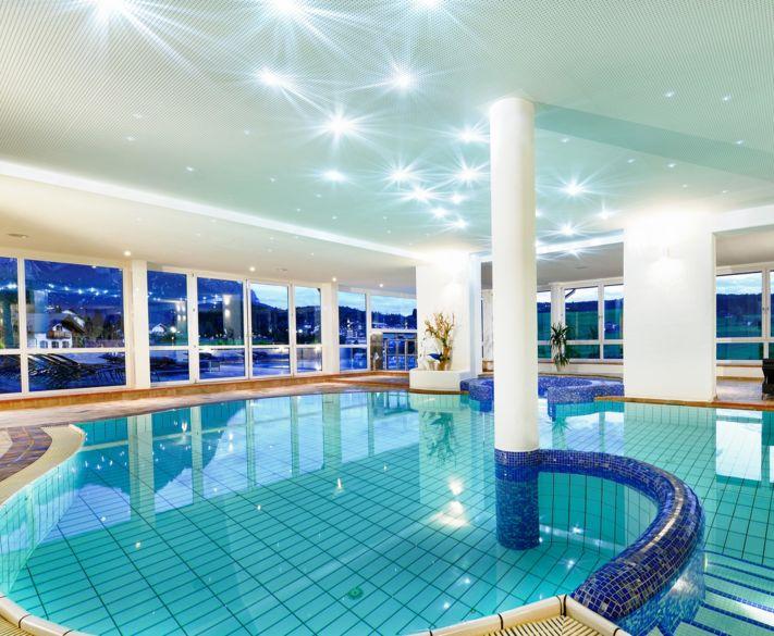 Piscina infinity e panorama hotel alpenflora a castelrotto - Hotel castelrotto con piscina ...