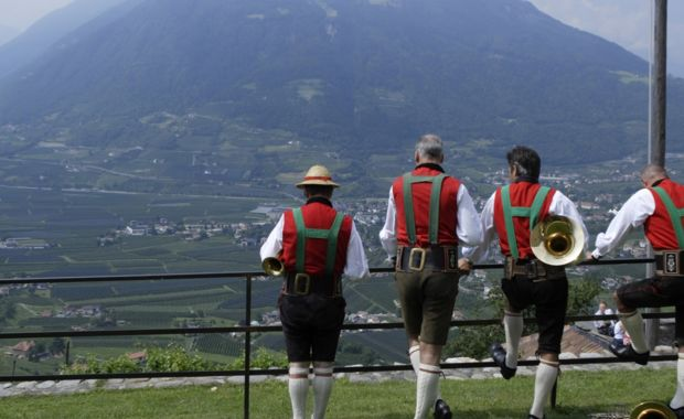 Enjoy nature and tradion at Hotel Alpenflora in Castelrotto