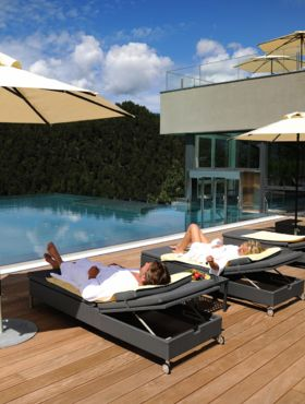 Wellness Hotel Alpenflora**** in Castelrotto: outdoor pool